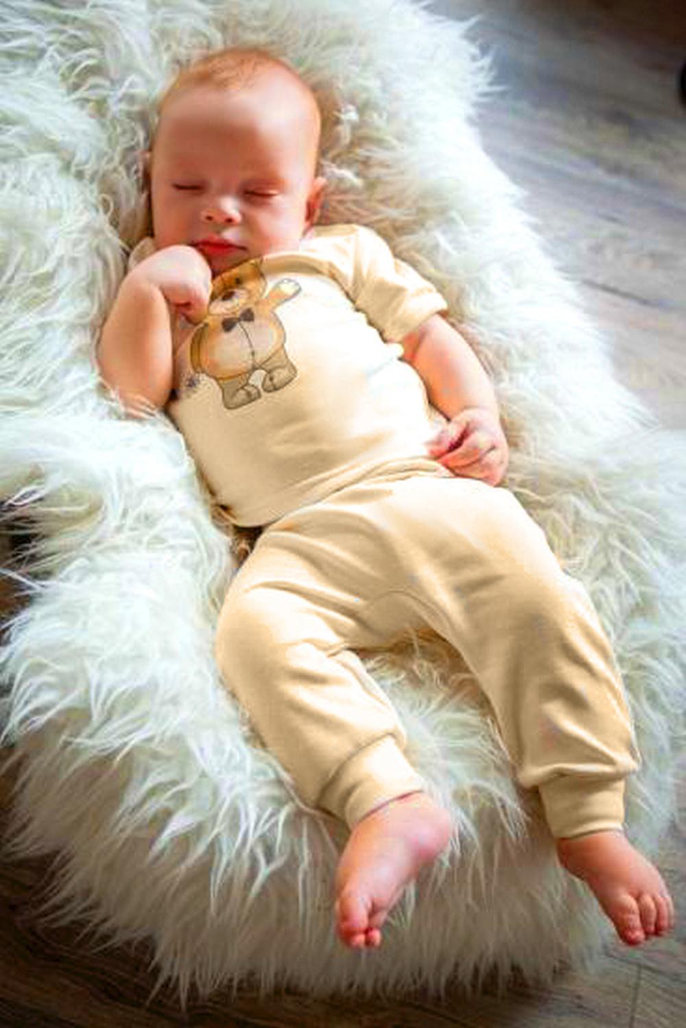 КомплектКомплекты<br>Хлопковый комплект для новорожденного  В изделии использованы цвета: молочный, коричневый  Размер соответствует росту ребенка<br><br>По возрасту: Ясельные ( от 1 до 3 лет)<br>По материалу: Хлопковые<br>По образу: Повседневные<br>По рисунку: Животные мотивы,С принтом (печатью)<br>По сезону: Весна,Зима,Лето,Осень,Всесезон<br>По силуэту: Полуприталенные<br>По стилю: Повседневные<br>Рукав: Короткий рукав<br>Размер : 62-68,68-74<br>Материал: Хлопок<br>Количество в наличии: 9