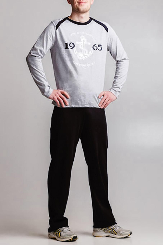 КомплектСпортивная одежда<br>Стильный мужской костюм, состоящий из брюк и футболки с рисунком. Брюки простые, без карманов, пояс на резинке. Футболка с длинным рукавом дополнен спереди оригинальным принтом. Вдоль линии плеча, переходящей на перед изделия, и горловины контрастная планка из ткани в тон брюк.  Цвет: серый и черный.  Ростовка изделия 176 см<br><br>По сезону: Всесезон<br>Размер : 48<br>Материал: Хлопок<br>Количество в наличии: 1