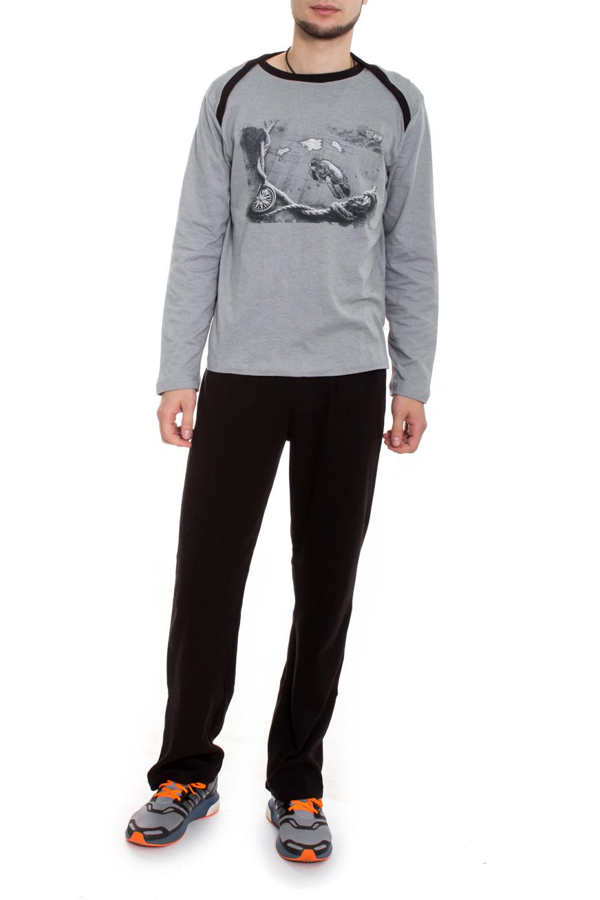 КомплектСпортивная одежда<br>Стильный мужской костюм, состоящий из брюк и футболки с рисунком. Брюки простые, без карманов, пояс на резинке. Футболка с длинным рукавом дополнен спереди оригинальным принтом. Вдоль линии плеча, переходящей на перед изделия, и горловины контрастная планка из ткани в тон брюк.  Цвет: серый и черный.  Ростовка изделия 170 см  Рост мужчины-фотомодели 182 см<br><br>По сезону: Всесезон<br>Размер : 48<br>Материал: Хлопок<br>Количество в наличии: 3