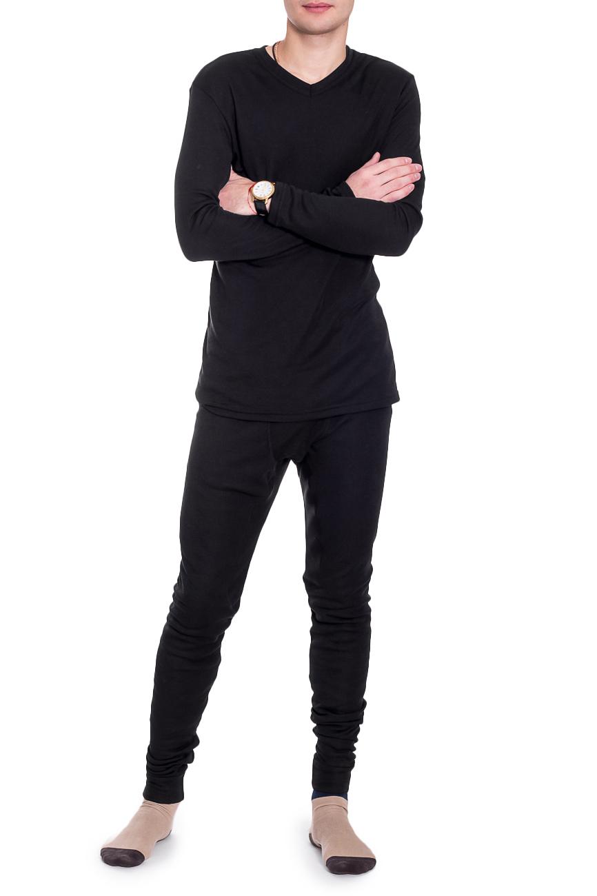 КомплектКомплекты и костюмы<br>Замечательный комплект состоит из джемпера и кальсон. Домашняя одежда, прежде всего, должна быть удобной, практичной и красивой. В нашей домашней одежде Вы будете чувствовать себя комфортно, особенно, по вечерам после трудового дня.  Термобельё - это специальное нижнее бельё. Оно выполняет терморегулирующую   функцию, препятствуя переохлаждению и перегреву, отводит влагу, сохраняет   комфорт, оставаясь сухим и мягким. Термобельё можно использовать как для   занятий спортом, так и для повседневной носки.  Как работает термобельё:  - сохраняет тепло Содержащийся в ткани воздух, соприкасаясь с теплом, нагревается до   комфортной температуры. Таким образом создается защитная прослойка из   теплого воздуха между кожей и холодной внешней средой, достигается эффект   сохранения тепла.  - отводит влагу  -оптимальный баланс между теплом и относительной влажностью  Внутренний слой обычно обрабатывается специальной антибактериальной   пропиткой, поэтому термобельё нейтрализует раздражающее действие пота на   кожу и так же обладает следующими качествами: легко чистится,   износостойкое, не мнущееся, долговечное, не выгорает, стабильно в размерах,   не токсично, дышит.  Уход за термобельём  Термобелье следует стирать в теплой воде при температуре не выше +40С, с   мылом или стиральным порошком, вручную или в стиральной машине в бережном   режиме с добавлением ополаскивателя с антистатиком. После стирки необходимо   тщательно дополоскать. Не отжимать, а дать воде стечь. Сушить без   применения нагревательных приборов.  Термобельё категорически запрещается кипятить, гладить, сушить в сушильной   машине, на батарее отопления или над огнем. Белье нельзя подвергать   химической чистке и обрабатывать любыми растворителями. Помните, что   материал нагретый до температуры более +60С, необратимо теряет свои   свойства. Бельё не линяет и не красится при ручной и машинной стирке.  Цвет: черный  Рост мужчины-фотомодели 182 см<br><br>По сезону: Всесезон<br>Разм