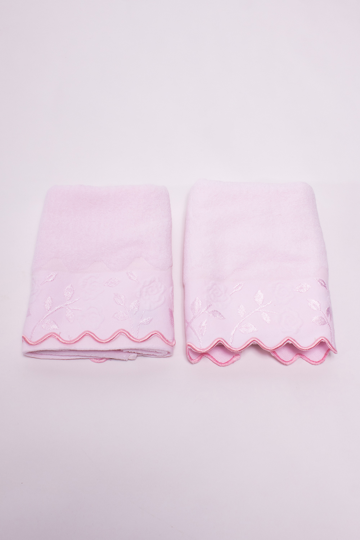 КомплектПолотенца<br>Комплект махровых полотенец с декоративной вышивкой.В комплекте 2 полотенца размером 35*75 см.В изделии использованы цвета: розовый<br><br>Материал: Махровые,Хлопок<br>Рисунок: Однотонные<br>Размер : 35*75<br>Материал: Махровое полотно<br>Количество в наличии: 2