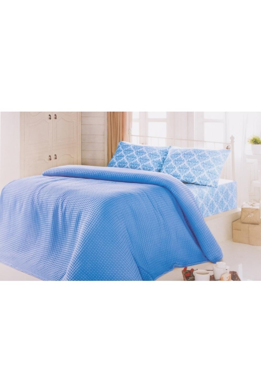 Комплект постельного бельяПостельное белье<br>Постельное состоит из простыни, наволочки и утепленного покрывала. Летом его можно использовать как тонкое одеяло.  Цвет: синий, голубой, белый  В комплекте покрывало 160*230 см., простынь 160*240 см., наволочка 70*70 см 1 шт.<br><br>По комплектации: Наволочка 1 шт.,Пододеяльник 1 шт.,Простыня 1 шт.<br>По материалу: Хлопок<br>По размеру: Полутороспальные<br>По рисунку: Однотонные<br>По способу закрывания: В нахлест<br>Размер : 1,5<br>Материал: Хлопок<br>Количество в наличии: 2