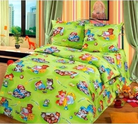 Комплект постельного бельяДля детей<br>Коллекция постельного белья «Для детей» изготовлена из 100% хлопка. Детское постельное белье - это мир сказки и детских любимых героев, переместившихся из мультфильмов на детскую кровать. Именно у нас, Ваш ребенок найдет самый желанный для себя комплект, который идеально впишется в интерьер детской комнаты. Все комплекты обладают повышенной износостойкостью. Даже после многих-многих стирок продолжают радовать своими яркими цветами.   Комплект полутораспального гарнитура: Пододеяльник 147х210 - 1шт. Простынь 150х210 - 1шт. Наволочка 70х70 - 2шт.  Комплект детский: Пододеяльник 110х150 – 1шт. Простынь 110х150 – 1шт. Наволочка 60х60 – 1шт.<br><br>По комплектации: Наволочка 2 шт.,Пододеяльник 1 шт.,Простынь 1 шт.<br>По материалу: Бязь,Хлопок<br>По размеру: Полутороспальные<br>По рисунку: Цветные<br>По способу закрывания: В нахлест<br>Размер : 1,5<br>Материал: Бязь набивная б/шва 100% хлопок<br>Количество в наличии: 4
