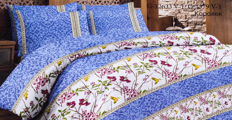 Комплект постельного бельяПостельное белье<br>Кретон - хлопчатобумажная ткань полотняного переплетения из предварительно окрашенной пряжи.  Цвет: белый, голубой, синий, розовый  Раскладка ткани на изделии может отличаться от картинки  Комплект полутораспального гарнитура: Пододеяльник 150х215 - 1шт. Простыня 150х215 - 1шт. Наволочка 70х70 - 2шт.  Комплект двуспального гарнитура: Пододеяльник 180х215 - 1шт. Простыня 180х215 - 1шт. Наволочка 70х70 - 2 шт.  Комплект двуспального гарнитура с европростыней: Пододеяльник 180х215 - 1шт. Простыня 220х240 - 1шт. Наволочка 70х70 - 2 шт.  Комплект Евро гарнитура:  Пододеяльник 220х240 - 1шт.  Простыня 220х240 - 1шт.  Наволочка 70х70 - 2 шт.  Комплект Дуэт гарнитура:  Пододеяльник 150х215 - 2шт.  Простыня 220х240 - 1шт.  Наволочка 70х70 - 2 шт.<br><br>По комплектации: Наволочка 2 шт.,Пододеяльник 1 шт.,Простыня 1 шт.<br>По материалу: Кретон,Хлопок<br>По размеру: Полутороспальные,Двуспальные с Евро-простыней<br>По рисунку: Растительные мотивы,С принтом,Цветные,Цветочные<br>По способу закрывания: В нахлест<br>Размер : 1,5<br>Материал: Кретон<br>Количество в наличии: 1