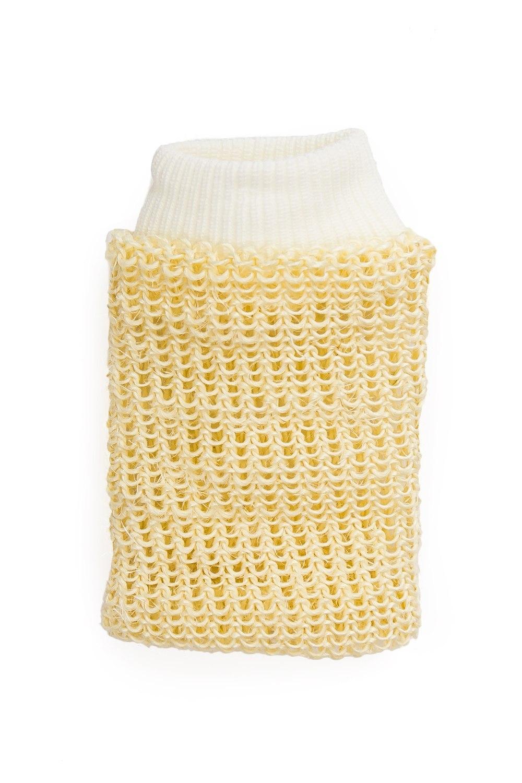 Эко-мочалка из сизалиМочалки<br>ЭКО-МОЧАЛКА ВАРЕЖКА ИЗ СИЗАЛИУдобная мочалка-варежка натуральная сплетена из сизаля – грубых волокон произрастающего в Южной Америке растения. Натуральные принадлежности для ванны и душа из натуральных материалов славятся своими целебными свойствами. Мочалку можно использовать как отличный массажер: жесткая поверхность изделия усиливает кровообращение и оказывает антицеллюлитный эффект. Кроме того, сизаль представляет собой замечательное средство для пилинга.ПРИМЕНЕНИЕ: Пользоваться мочалкой нужно не чаще 1-2 раз в неделю. Массаж желательно делать на разогретой коже круговыми движениями по часовой стрелке снизу вверх, тщательно прорабатывая поверхность кожи. После процедуры пилинга необходимо нанести Ваш любимый крем для тела или увлажняющее средство.Размер: 2*15*20 см<br><br>Размер : UNI<br>Материал: Сизаль<br>Количество в наличии: 6