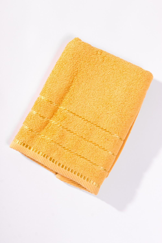Махровое полотенцеПолотенца<br>Мягкое махровое полотенце  Цвет: желтый<br><br>Отделка края: Отделка строчкой<br>По материалу: Махровые,Хлопковые<br>По назначению: Практические<br>По рисунку: Однотонные<br>Размер : 50*100,70*140<br>Материал: Махровое полотно<br>Количество в наличии: 3