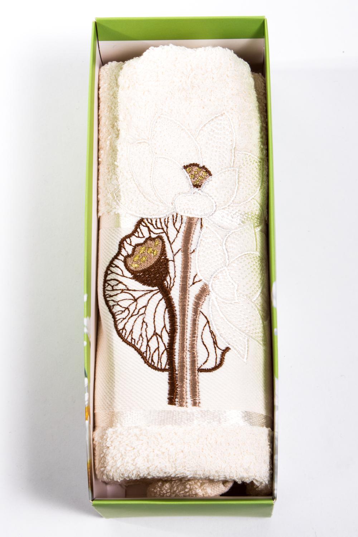Махровое полотенцеПолотенца<br>Мягкое махровое полотенце с вышивкой  Цвет: светло-бежевый<br><br>Отделка края: Отделка строчкой<br>По материалу: Махровые,Хлопковые<br>По рисунку: Растительные мотивы,С принтом (печатью)<br>Размер : 50*90<br>Материал: Махровое полотно<br>Количество в наличии: 2