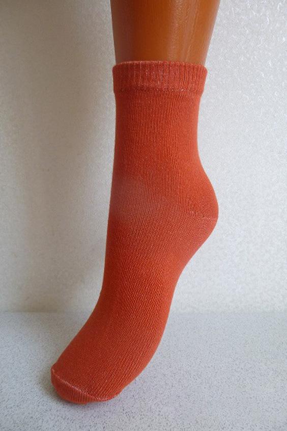 НоскиНоски<br>Хлопковые женские носки  Цвет: оранжевый<br><br>По образу: Спорт,Город,Жизнь<br>По стилю: Повседневные<br>По материалу: Трикотажные,Хлопковые<br>По рисунку: Однотонные<br>По сезону: Весна,Осень<br>По элементам: На резинке<br>По длине: Миди<br>Размер: 23<br>Материал: 90% хлопок 8% полиэстер 2% Эластан<br>Количество в наличии: 9