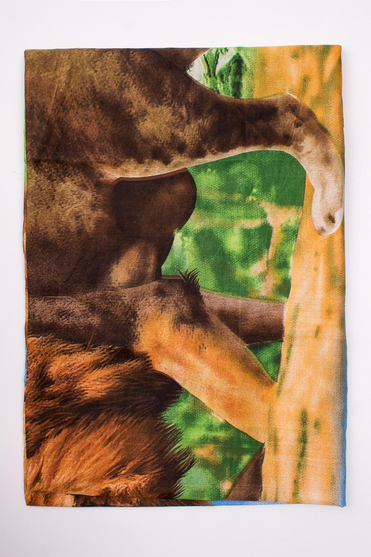 НаволочкаПостельное белье<br>Наволочка изготовлена из полисатина  В изделии использованы цвета: коричневый, зеленый и др.  Полисатин наполовину натуральный материал (полиэстер и хлопок) сатинового переплетения, то есть на его лицевой стороне преобладают уточные нити (как и у сатина). Это значит, что он прочный и плотный (и долговечный), гладкий, шелковистый, немного блестит. Так как полисатин выполнен на основе полиэстера, он обладает целым рядом свойств популярного синтетического материала: быстро сохнет, не продувается ветром, не снашивается долгие годы, не садится и не линяет.  Обращаем Ваше внимание на то, что расположение рисунка на комплекте не всегда полностью совпадает с рисунком на картинке Данное несоответствие не расценивается как брак.<br><br>По комплектации: Наволочка 1 шт.<br>По материалу: Полисатин<br>По рисунку: Животные мотивы,С принтом,Цветные<br>По способу закрывания: В нахлест<br>Размер : 70*70<br>Материал: Полисатин<br>Количество в наличии: 1