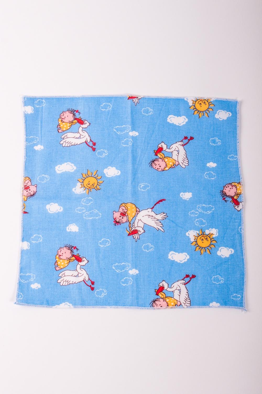 Платок носовойПлатки и шарфы<br>Ситцевый платочек для ребенка. Размер платка 24*24 см<br><br>Размер : UNI<br>Материал: Ситец<br>Количество в наличии: 4