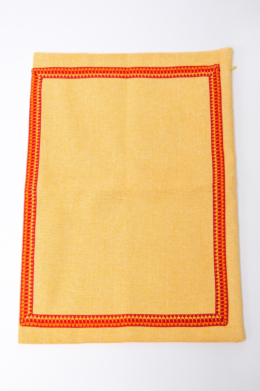 НаволочкаПостельное белье<br>Великолепная наволочка из мягкого велюра.  Цвет: желтый, оранжевый<br><br>По комплектации: Наволочка 1 шт.<br>По размеру: Односпальные<br>Размер : 30*45<br>Материал: Текстиль<br>Количество в наличии: 2