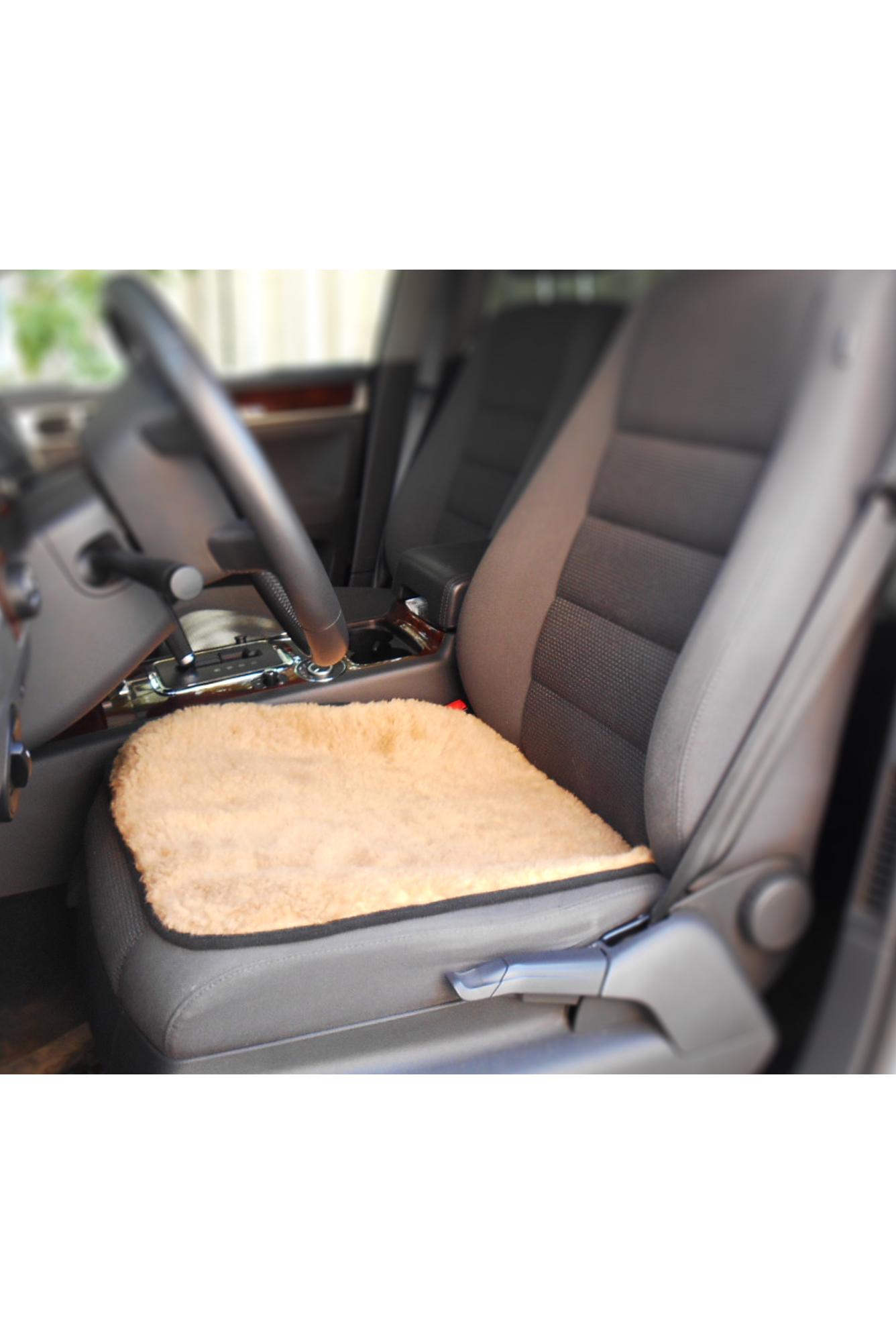 Накидка на сиденье автоАвтоаксессуары<br>Накидка на сидение автомобиля. Изготовлена из натуральной овечьей шерсти. Прекрасно согревает и сохраняет тепло. Подклад: флис.  Размер: 50х50 см.  В изделии использованы цвета: бежевый<br><br>Размер : 50*50<br>Материал: Овчина<br>Количество в наличии: 1