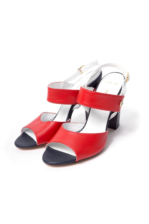 ТуфлиБосоножки<br>Бренд модной обуви MARIO MUZI (Марио Муци) можно охарактеризовать по разному, но прежде всего – это качественная, комфортная и стильная модная обувь для женщин, которую можно обозначить как направление «fashion». Это продукция с использованием оригинальных материалов, фасонов, цветов и различных аксессуаров при создании коллекции. Качественные материалы и дизайнерские идеи из Италии в тесном сочетании с передовыми технологиями и инновационными линиями по изготовлению и пошиву обуви на фабрике в Стамбуле (Турция) делает эту торговую марку MARIO MUZI (Марио Муци) одной из самых успешных и пользующихся популярностью на рынке обуви.   Цветные туфли с задником на ремешке, открытым носком на устойчивом каблуке.  В изделии использованы цвета: белый, красный, черный<br><br>По сезону: Лето<br>Размер : 40<br>Материал: Натуральная кожа<br>Количество в наличии: 1