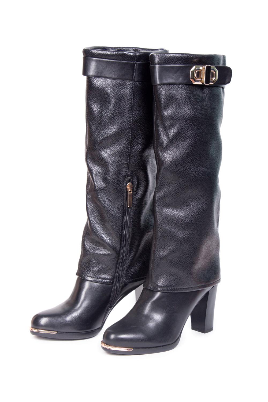 СапогиСапоги<br>Сапоги Тм INARIO страна производства Китай.  Материал верха: искусственная кожа Материал подкладки: байка  Полнота 7.  Эффектные сапоги на высоком каблуке от фирмы станут любимой обувью в холодное время года.  Цвет: черный<br><br>По материалу: Искусственная кожа<br>По сезону: Осень,Весна<br>Размер : 36,39,40<br>Материал: Искусственная кожа<br>Количество в наличии: 3