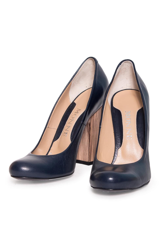 ТуфлиТуфли<br>Туфли Тм Monne страна производства Турция.  Материал верха: натуральная кожа  Стильные оригинальные женские туфли займут достойное место в Вашей коллекции обуви. Пара отлично сочетается как с брюками так и с юбкой.  Цвет: черный<br><br>По материалу: Натуральная кожа<br>По сезону: Лето<br>Размер : 40<br>Материал: Натуральная кожа<br>Количество в наличии: 1