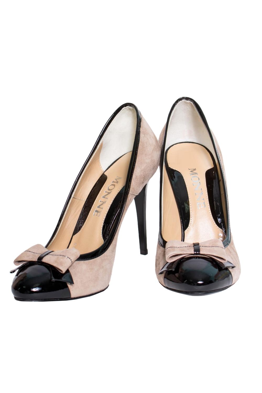 ТуфлиТуфли<br>Туфли Тм Monne страна производства Турция.  Материал верха: натуральная замша, лакированная кожа  Стильные оригинальные женские туфли займут достойное место в Вашей коллекции обуви. Пара отлично сочетается как с брюками так и с юбкой.  В изделии использованы цвета: бежевый, черный<br><br>По материалу: Натуральная замша<br>По сезону: Лето<br>Размер : 39<br>Материал: Замша<br>Количество в наличии: 1
