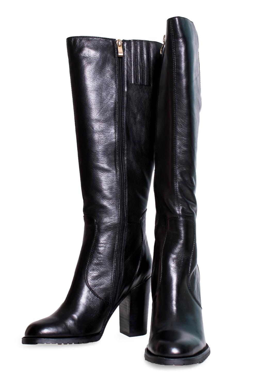 СапогиСапоги<br>Сапоги Тм Sabinari страна производства Китай. Sabinari – это известный бренд китайской обуви высокого качества. Бренд показывает отличное качество и обилие ассортимента в коллекциях.  Материал верха: натуральная кожа Материал подкладки: байка.  Классические женские сапоги, выполненные из мягкой натуральной кожи. Каблук высокий, достаточно широкий и устойчивый, а прошивка придаст модели элегантность. Строгие линии и точёные формы характерны для данной модели. Лёгкие незаметные отстрочки придают модели строгость и изысканность. Сапоги в голени выше среднего, но сзади вставлена резинка для удобства и универсальности. Эти сапоги украсят любую ножку.  Цвет: черный.<br><br>По материалу: Натуральная кожа<br>По сезону: Осень,Весна<br>Размер : 39<br>Материал: Байка<br>Количество в наличии: 2
