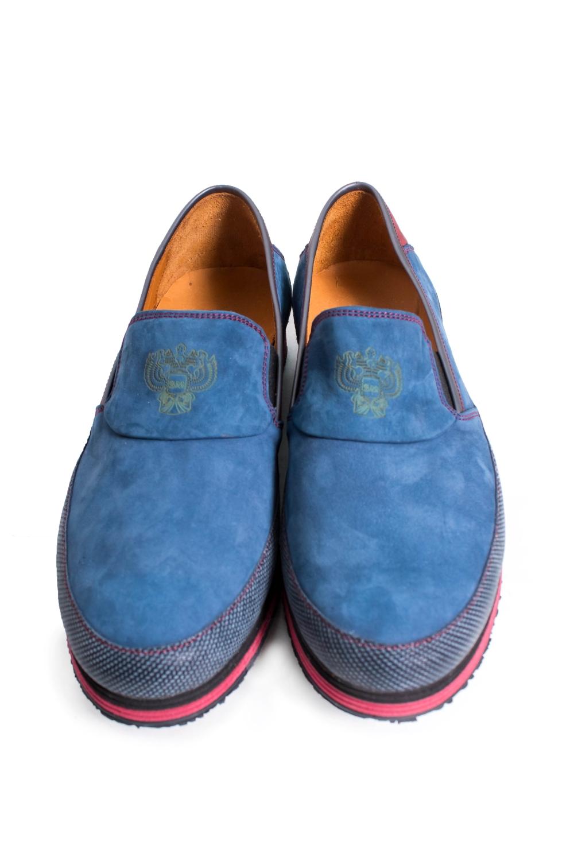 ТуфлиТуфли<br>Туфли Тм SM страна производства Турция.  Материал верха: натуральная замша  Стильные оригинальные женские туфли займут достойное место в Вашей коллекции обуви. Пара отлично сочетается с джинсали и спортивным стилем.  В изделии использованы цвета: синий, красный и др.<br><br>По материалу: Натуральная замша<br>По сезону: Лето<br>Размер : 39,40<br>Материал: Замша<br>Количество в наличии: 2