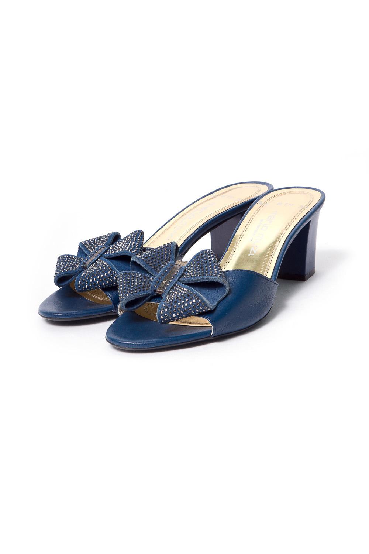 ТуфлиБосоножки<br>Бренд модной обуви MARIO MUZI (Марио Муци) можно охарактеризовать по разному, но прежде всего – это качественная, комфортная и стильная модная обувь для женщин, которую можно обозначить как направление «fashion». Это продукция с использованием оригинальных материалов, фасонов, цветов и различных аксессуаров при создании коллекции. Качественные материалы и дизайнерские идеи из Италии в тесном сочетании с передовыми технологиями и инновационными линиями по изготовлению и пошиву обуви на фабрике в Стамбуле (Турция) делает эту торговую марку MARIO MUZI (Марио Муци) одной из самых успешных и пользующихся популярностью на рынке обуви.   Удобные туфли без задника на устойчивом каблуке.  В изделии использованы цвета: синий<br><br>По сезону: Лето<br>Размер : 37,40<br>Материал: Натуральная кожа<br>Количество в наличии: 2