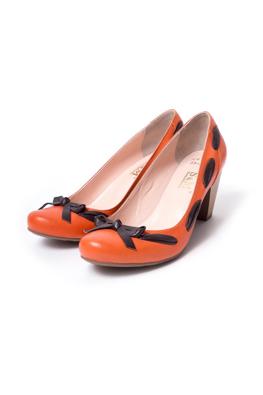 ТуфлиТуфли<br>Удобные туфли с контрастным декором на устойчивом каблуке.  В изделии использованы цвета: оранжевый, коричневый<br><br>По сезону: Осень,Весна<br>Размер : 38,39<br>Материал: Натуральная кожа<br>Количество в наличии: 2