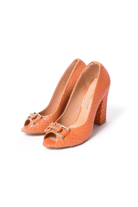 БосоножкиТуфли<br>Бренд модной обуви MARIO MUZI (Марио Муци) можно охарактеризовать по разному, но прежде всего – это качественная, комфортная и стильная модная обувь для женщин, которую можно обозначить как направление «fashion». Это продукция с использованием оригинальных материалов, фасонов, цветов и различных аксессуаров при создании коллекции. Качественные материалы и дизайнерские идеи из Италии в тесном сочетании с передовыми технологиями и инновационными линиями по изготовлению и пошиву обуви на фабрике в Стамбуле (Турция) делает эту торговую марку MARIO MUZI (Марио Муци) одной из самых успешных и пользующихся популярностью на рынке обуви.   Удобные туфли с открытым носком на устойчивом каблуке из фактурной кожи.  В изделии использованы цвета: бежевый<br><br>По материалу: Натуральная кожа<br>По сезону: Осень,Весна<br>Размер : 35,38<br>Материал: Натуральная кожа<br>Количество в наличии: 2