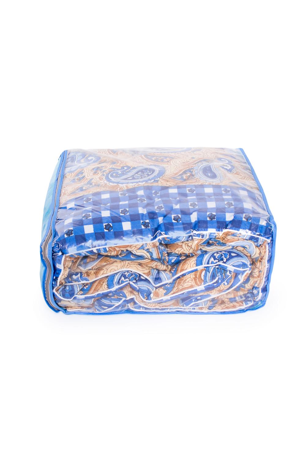 ОдеялоОдеяла и наматрасники<br>Материал силиконизированное волокно весьма оригинален не только снаружи, но и внутри: он состоит из бесконечного множества спиралевидных пружин. Именно благодаря этой особенности постельные принадлежности из силиконизированного волокна такие упругие, способны быстро восстанавливать форму после сжатия, имеют высокую устойчивость в ее сохранению с течение многих лет.  Более того, изделия из этого удивительного материала соответствуют требованиям:  - возможность многолетней эксплуатации; - абсолютное отсутствие токсичности и экологическая чистота; - не впитывает запахов и влаги; - не поддаются горению.   Размеры:  Одеяло полутораспальное - 140х205 ± 2 см Одеяло двуспальное - 172х205 ± 2 см Одеяло Евро - 200х220 ± 2 см  В изделии использованы цвета: синий, бежевый и др.<br><br>По материалу: Синтетические ткани<br>По размеру: Евро<br>По рисунку: С принтом,Цветные<br>Размер : Euro<br>Материал: Полиэстер<br>Количество в наличии: 1