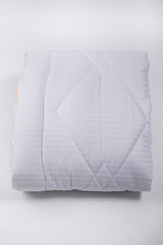 ОдеялоОдеяла и наматрасники<br>Одеяло классическое.  Бамбуковое волокно обладает хорошими вентиляционными свойствами, поэтому спать под такими одеялами одно удовольствие. Благодаря натуральным смолам, присутствующим в составе бамбукового наполнителя, вы будете избавлены от пыли и неприятного запаха, которые имеют свойство накапливаться в обычных одеялах.  Размеры:  Одеяло полутораспальное - 140х205 см. Одеяло двуспальное - 172х205 см. Одеяло Евро - 200х220 см.  Цвет: белый<br><br>По материалу: Бамбук,Сатин,Хлопок<br>По размеру: Полутороспальные,Двуспальные,Евро<br>По рисунку: Однотонные<br>Размер : 140*205,172*205,200*220<br>Материал: Сатин<br>Количество в наличии: 4