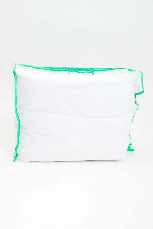 ОдеялоОдеяла и наматрасники<br>Одеяло облегченное  Эвкалиптовое волокно изготавливается из стеблей растений, оно сохраняет целебные антисептические свойства эвкалипта, содержащего природный антисептик цинеол, и в процессе эксплуатации не теряет своих полезных свойств. Созданное из тончайших микроволокон, позволяет одеялу quot;дышатьquot;, создавая мягкий и воздушный объём изделия. Изделия из такого волокна износоустойчивы, не теряют форму при стирке, а самое главное, гипоаллергенны за счёт того, что шелковистая структура волокна не позволяет скапливаться пыли. Очевидно, что они безопасны для взрослых и детей, спать под такими одеялами одно удовольствие.  Ткань верха - сатин Наполнитель - эвкалиптовое волокно  Цвет: белый<br><br>По материалу: Сатин<br>По размеру: Двуспальные,Евро<br>По рисунку: Однотонные<br>Размер : 172*205,200*220<br>Материал: Сатин<br>Количество в наличии: 4