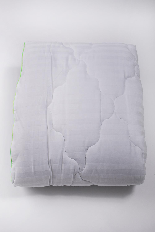 ОдеялоОдеяла и наматрасники<br>Одеяло классическое.Эвкалиптовое волокно изготавливается из стеблей растений, оно сохраняет целебные антисептические свойства эвкалипта, содержащего природный антисептик цинеол, и в процессе эксплуатации не теряет своих полезных свойств. Созданное из тончайших микроволокон, позволяет одеялу дышать, создавая мягкий и воздушный объём изделия. Изделия из такого волокна износоустойчивы, не теряют форму при стирке, а самое главное, гипоаллергенны за счёт того, что шелковистая структура волокна не позволяет скапливаться пыли. Очевидно, что они безопасны для взрослых и детей, спать под такими одеялами одно удовольствие.Ткань верха - сатинНаполнитель - эвкалиптовое волокноЦвет: белый<br><br>Материал: Сатин<br>Рисунок: Однотонные<br>Размер: Односпальные,Двуспальные,Евро<br>Размер : 140*205,172*205<br>Материал: Сатин<br>Количество в наличии: 4