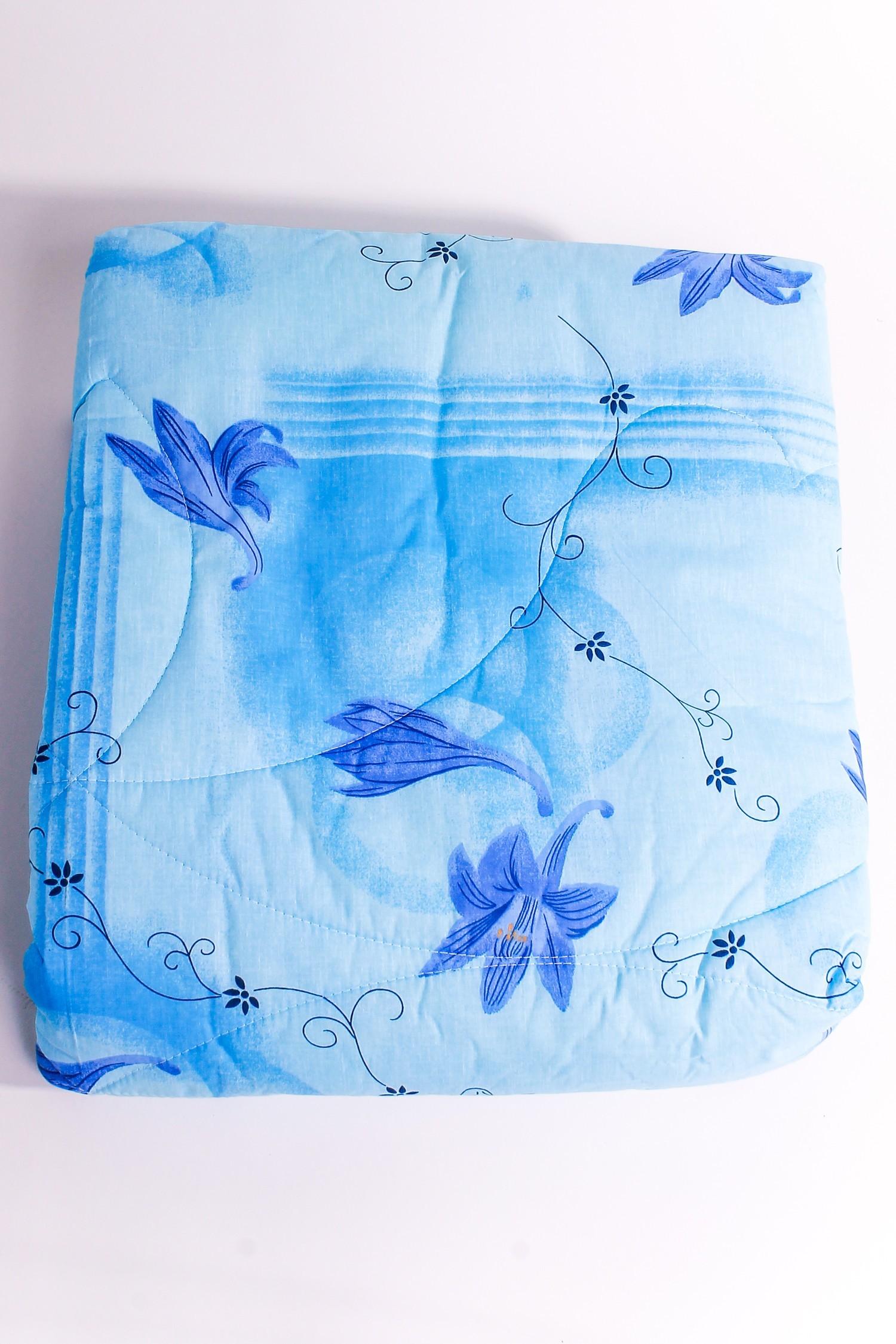ОдеялоОдеяла и наматрасники<br>Лебяжий пух – это абсолютно новый наполнитель и материал для подушек, одеял и наматрасников, который не проходит химическую обработку и имеет исключительно натуральное происхождение. В данном материале устранены условия для возникновения и размножения вредных насекомых, в том числе, пылевых клещей, а потому лебяжий пух, из которого изготовлены Ваши одеяла, подушки и наматрасники идеально подходят для людей, страдающих от аллергических реакций. В изделиях этого направления задействовано высокосиликонизированное, сверхтонкое волокно новейшего поколения. Подушка и одеяло, основой которых является лебяжий пух, отличается необыкновенной мягкостью и легкостью, что ставит их в один ряд с соперничающими между собой изделиями из натурального птичьего пуха. При этом они служат не один десяток лет, поражая неизменностью внешнего вида и постоянным держанием идеальной формы.  Размеры:  Одеяло полутораспальное - 140х205 см. Одеяло двуспальное - 172х205 см. Одеяло Евро - 200х220 см.  Допускается расхождение в размере ± 2 см<br><br>По материалу: Синтетические ткани,Пух<br>По размеру: Двуспальные,Полутороспальные<br>По рисунку: Растительные мотивы,Цветные,Цветочные<br>Размер : 1,5,2,0<br>Материал: Поликоттон<br>Количество в наличии: 3