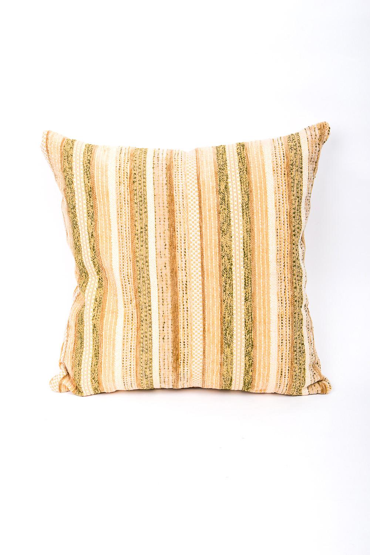 ПодушкаДиванные подушки<br>Декоративная подушка из гобелена, как дополнение к мягкой мебели, делает обстановку комнаты интересней. Облегченный гобелен удобен в использовании и не создаст проблем со стиркой.     Размер: 40х40 см.   В изделии использованы цвета: желтый, зеленый, белый  Наполнитель: синтепон<br><br>По рисунку: В полоску,С принтом<br>Размер : 40*40<br>Материал: Гобелен<br>Количество в наличии: 1