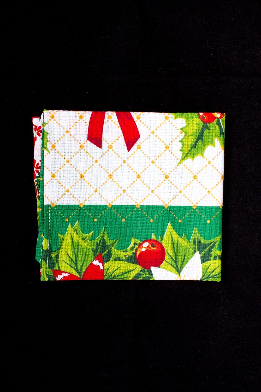 ПолотенцеПолотенца<br>Яркое хлопковое полотенце на кухню  В изделии использованы цвета: белый, зеленый и др.<br><br>По рисунку: С набивным рисунком,С принтом (печатью),Цветные<br>Размер : 40*70<br>Материал: Хлопок<br>Количество в наличии: 8