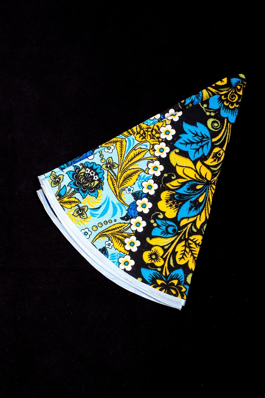 ПолотенцеПолотенца<br>Яркое хлопковое полотенце на кухню  В изделии использованы цвета: голубой, желтый, черный и др.<br><br>По рисунку: С набивным рисунком,С принтом (печатью),Цветные<br>Размер : 70*70<br>Материал: Хлопок<br>Количество в наличии: 1