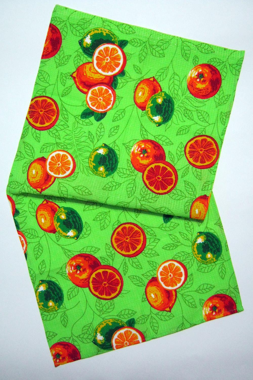 ПолотенцеПолотенца<br>Яркое хлопковое полотенце.  В изделии использованы цвета: зеленый, оранжевый и др.<br><br>По рисунку: Цветные,С принтом<br>По материалу: Хлопок<br>Размер : 38*72<br>Материал: Хлопок<br>Количество в наличии: 7
