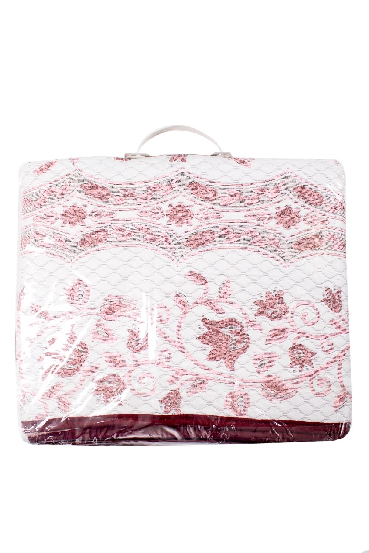 ПокрывалоПокрывала<br>Покрывало на кровать – эта деталь интерьера, которая делает кровать нарядной в течение дня и хранит её для ночи. Оно защищает постельное бельё от износа и загрязнения, сохраняет его свежесть и позволяет Вам каждую ночь ложиться в чистую кровать. Современная мода отводит покрывалам центральное место в спальне и гостиной и советует использовать его не только для того, чтобы защитить мебельную обивку от пыли и пятен. Оригинальная и стильная постельная накидка может не только спрятать белье от посторонних глаз, но и стать элементом декора помещения.  В изделии использованы цвета: белый, розовый и др.<br><br>По материалу: Тканевые<br>По рисунку: Растительные мотивы,Цветочные,С принтом<br>Размер : 140*235<br>Материал: Жаккард<br>Количество в наличии: 1