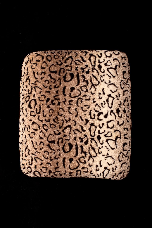 ПледПледы<br>Лёгкий нарядный плед, универсальное текстильное изделие, согревает в сырую погоду дома или в поездке, в туристическом походе, гостинице, косметическом салоне. А так же украшает интерьер.  В изделии использованы цвета: коричневый, черный<br><br>По материалу: Тканевые<br>По рисунку: Леопард,С принтом (печатью),Цветные<br>По сезону: Всесезон<br>Размер : 180*200,200*220<br>Материал: Микрофибра<br>Количество в наличии: 2