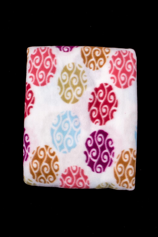 ПледПледы<br>Лёгкий нарядный плед, универсальное текстильное изделие, согревает в сырую погоду дома или в поездке, в туристическом походе, гостинице, косметическом салоне. А так же украшает интерьер.  В изделии использованы цвета: белый и др.<br><br>По материалу: Флис<br>По рисунку: В горошек,С принтом (печатью),Цветные<br>По сезону: Всесезон<br>Размер : 150*200<br>Материал: Флис<br>Количество в наличии: 1