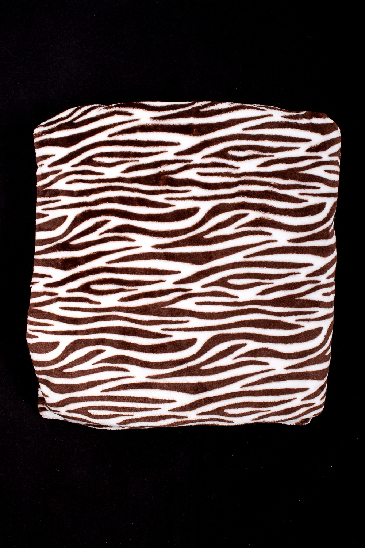ПледПледы<br>Пледы хорошо удерживают тепло, обладают мягкой поверхностью, просты в уходе, сохраняют форму после многочисленных стирок.  В изделии использованы цвета: молочный, коричневый<br><br>Отделка края: Отделка строчкой<br>По размеру: Полутороспальные,Евро<br>По рисунку: С принтом (печатью),Цветные<br>Размер : 150*210,200*210<br>Материал: Велсофт<br>Количество в наличии: 4
