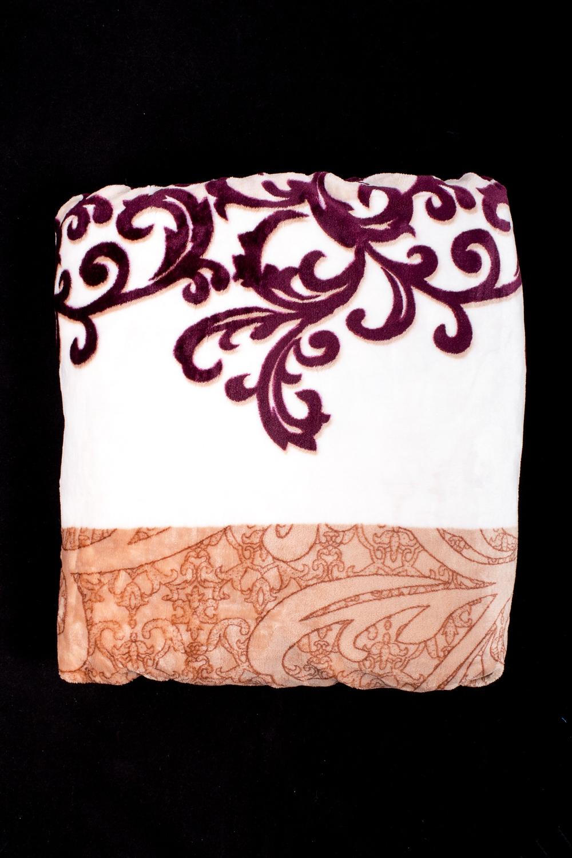 ПледПледы<br>Пледы хорошо удерживают тепло, обладают мягкой поверхностью, просты в уходе, сохраняют форму после многочисленных стирок.  В изделии использованы цвета: белый, бежевый, коричневый<br><br>Отделка края: Отделка строчкой<br>По размеру: Евро<br>По рисунку: С принтом (печатью),Цветные<br>Размер : 200*210<br>Материал: Велсофт<br>Количество в наличии: 2