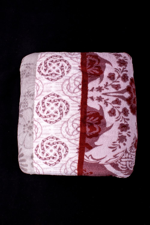 ПледПледы<br>Лёгкий нарядный плед, универсальное текстильное изделие, согревает в сырую погоду дома или в поездке, в туристическом походе, гостинице, косметическом салоне. А так же украшает интерьер.  В изделии использованы цвета: бордовый, белый и др.<br><br>По материалу: Тканевые<br>По рисунку: Растительные мотивы,Цветные,С принтом<br>По сезону: Всесезон<br>По размеру: Двуспальные,Евро<br>Размер : 180*200,200*200,200*220,200*240<br>Материал: Микрофибра<br>Количество в наличии: 8