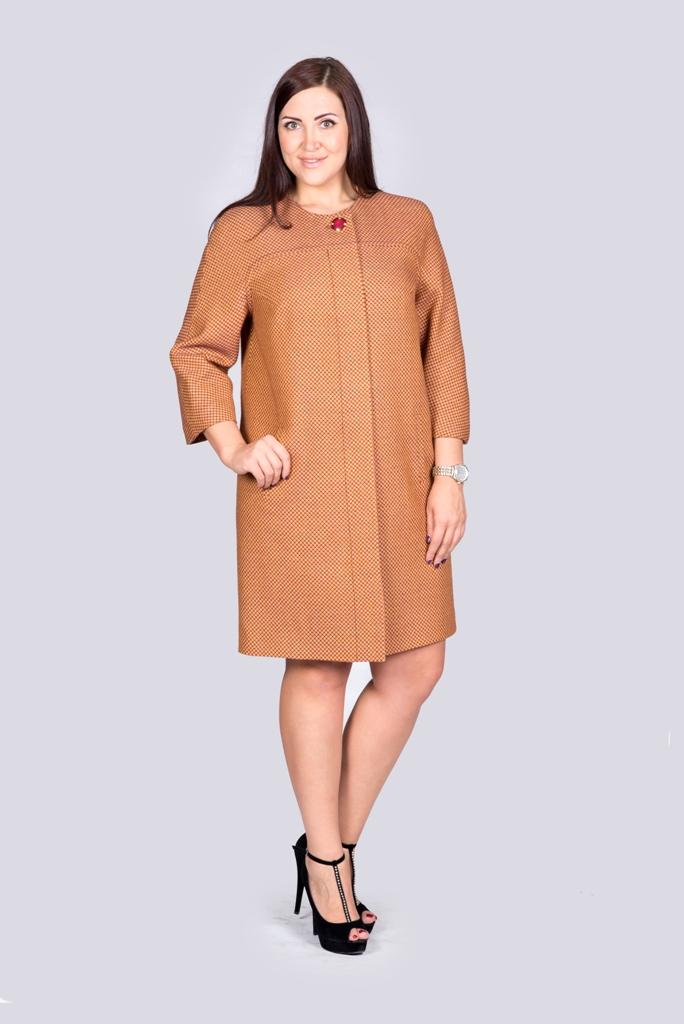 ПальтоПальто<br>Утонченное женское пальто из качественной пальтовой ткани. Рукав 3/4. Цвет: рыжий.<br><br>По образу: Город<br>По стилю: Нарядный стиль,Повседневный стиль,Кэжуал<br>По материалу: Шерсть,Хлопок<br>По рисунку: Однотонные<br>По сезону: Осень,Весна<br>По силуэту: Приталенные<br>По элементам: С декором<br>Рукав: Рукав три четверти<br>Горловина: С- горловина<br>Размер: 50,52<br>Материал: 80% хлопок 20% шерсть<br>Количество в наличии: 1