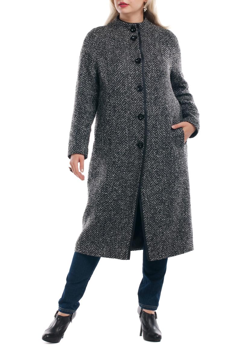 ПальтоПальто<br>Элегантное женское пальто с небольшим воротником стойка и длинными рукавами. Модель с застежкой на пуговицы, выполнена из качественной пальтовой ткани. Пуговицы пришиты равномерно.  Цвет: серый  Рост девушки-фотомодели 173 см<br><br>Воротник: Стойка<br>Застежка: С пуговицами<br>По длине: Ниже колена<br>По материалу: Шерсть<br>По рисунку: Однотонные<br>По силуэту: Прямые<br>По стилю: Повседневный стиль<br>Рукав: Длинный рукав<br>По сезону: Осень,Весна<br>Размер : 52,54,56,58,60,62,66,68,70<br>Материал: Пальтовая ткань<br>Количество в наличии: 2