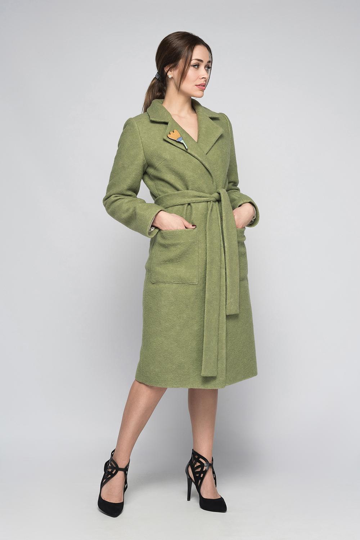 ПальтоПальто<br>Пальто прямого кроя на потайной застежке на подкладе из 100% вискозы. Отличный выбор для любого случая. Пальто без пояса и броши.  В изделии использованы цвета: зеленый  Ростовка изделия 170 см.<br><br>Воротник: Отложной<br>Горловина: V- горловина<br>Застежка: С пуговицами<br>По длине: Ниже колена<br>По материалу: Пальтовая ткань,Шерсть<br>По рисунку: Однотонные<br>По силуэту: Прямые<br>По стилю: Классический стиль,Офисный стиль,Повседневный стиль<br>По элементам: С карманами<br>Рукав: Длинный рукав<br>По сезону: Осень,Весна<br>Размер : 42,44,46<br>Материал: Пальтовая ткань<br>Количество в наличии: 3