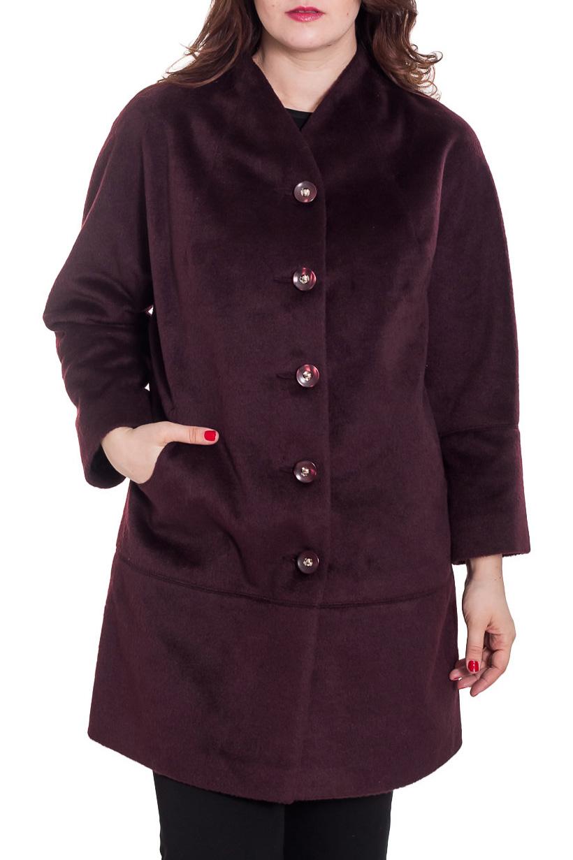 ПальтоПальто<br>Великолепное женское пальто. Воротник - цельнокройная стойка, застежка центральная на 5 пробивных пуговиц, карман фигурный «в рамку», рукав цельнокроеный с ластовицей, полной длины с отрезной манжетой, силуэт прямой, сити-стиль.  Длина изделия 93 см  Ростовка 164 см.  Цвет: баклажан  Рост девушки-фотомодели 180 см.<br><br>Воротник: Стойка<br>Застежка: С пуговицами<br>По длине: Ниже колена<br>По материалу: Пальтовая ткань<br>По рисунку: Однотонные<br>По силуэту: Прямые<br>По стилю: Повседневный стиль<br>По элементам: С карманами<br>Рукав: Длинный рукав<br>По сезону: Осень,Весна<br>Размер : 48,50,52,54,56,58<br>Материал: Пальтовая ткань<br>Количество в наличии: 6