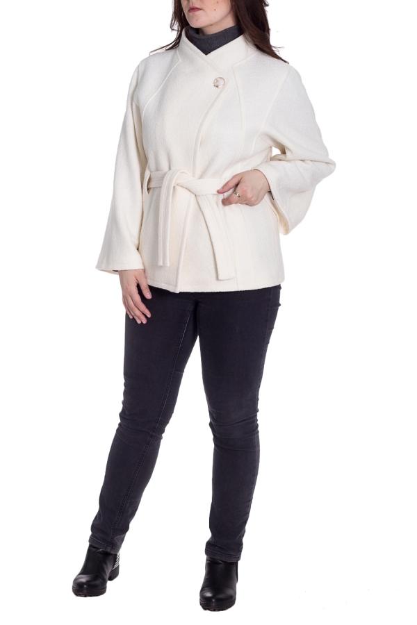 ПальтоПальто<br>Пальто демисезонное из буклированной шерстяной ткани, трапецевидного силуэта,  с рукавом типа «летучая мышь», карманы прорезные боковые, воротник стойка целькроенная, длина мини. Ростовка изделия 164-170 см. Пальто без пояса.  В изделии использованы цвета: молочный  Рост девушки-фотомодели 180 см.<br><br>Воротник: Стойка<br>Застежка: С пуговицами<br>По длине: Короткие<br>По материалу: Пальтовая ткань,Шерсть<br>По рисунку: Однотонные<br>По силуэту: Полуприталенные<br>По стилю: Классический стиль,Офисный стиль,Повседневный стиль<br>По элементам: С карманами<br>Рукав: Длинный рукав<br>По сезону: Осень,Весна<br>Размер : 48,50,52<br>Материал: Пальтовая ткань<br>Количество в наличии: 3