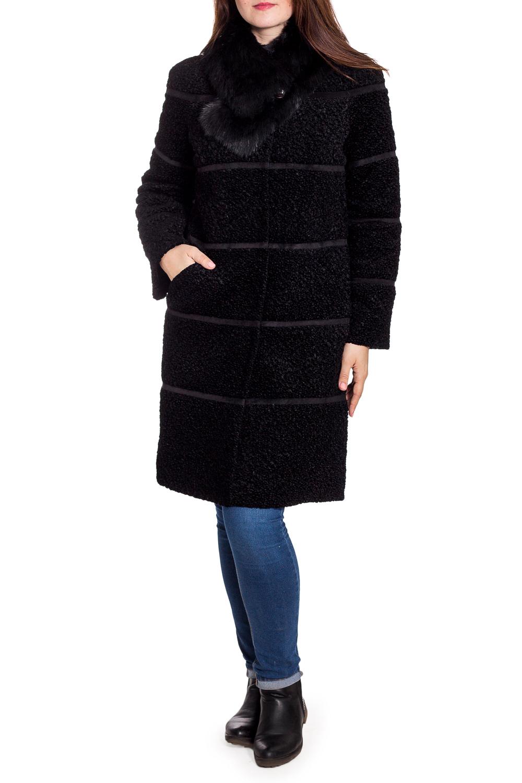 ПальтоПальто<br>Красивое зимнее пальто со съемным воротником из искусственного меха. Модель на подкладе, выполнена из фактурной пальтовой ткани. Отличный выбор для повседневного гардероба. Ростовка изделия 170 см.  В изделии использованы цвета: черный  Рост девушки-фотомодели 180 см<br><br>Застежка: С пуговицами<br>По длине: До колена<br>По материалу: Замша,Пальтовая ткань<br>По рисунку: Однотонные,Фактурный рисунок<br>По силуэту: Прямые<br>По стилю: Повседневный стиль<br>По элементам: С декором<br>Рукав: Длинный рукав<br>По сезону: Зима<br>Размер : 48,50,52,54<br>Материал: Пальтовая ткань + Замша<br>Количество в наличии: 4