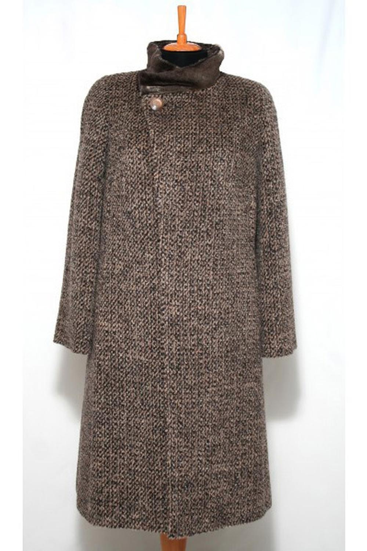 ПальтоПальто<br>Зимнее пальто с отделкой из искусственного меха. Модель выполнена из плотной пальтовой ткани. Отличный выбор для повседневного гардероба.  Цвет: коричневый  Ростовка изделия 170 см.<br><br>Воротник: Стойка<br>Застежка: С пуговицами<br>По длине: Ниже колена<br>По материалу: Пальтовая ткань,Шерсть<br>По образу: Город<br>По рисунку: Однотонные<br>По силуэту: Прямые<br>По стилю: Повседневный стиль<br>Рукав: Длинный рукав<br>По сезону: Зима<br>Размер : 52<br>Материал: Пальтовая ткань<br>Количество в наличии: 1