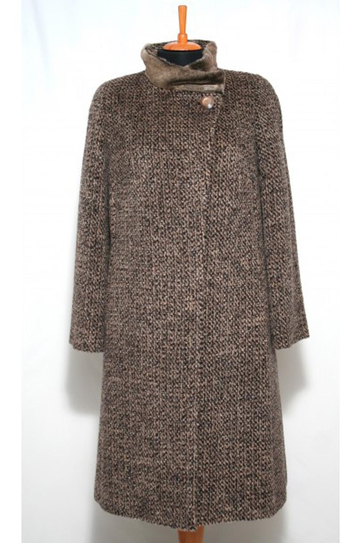 ПальтоПальто<br>Зимнее пальто с отделкой из искусственного меха. Модель выполнена из плотной пальтовой ткани. Отличный выбор для повседневного гардероба.  Цвет: коричневый  Ростовка изделия 170 см.<br><br>Воротник: Стойка<br>Застежка: С пуговицами<br>По длине: Ниже колена<br>По материалу: Пальтовая ткань<br>По рисунку: Однотонные<br>По силуэту: Прямые<br>По стилю: Повседневный стиль<br>По элементам: С карманами<br>Рукав: Длинный рукав<br>По сезону: Зима<br>Размер : 48,50<br>Материал: Пальтовая ткань<br>Количество в наличии: 2