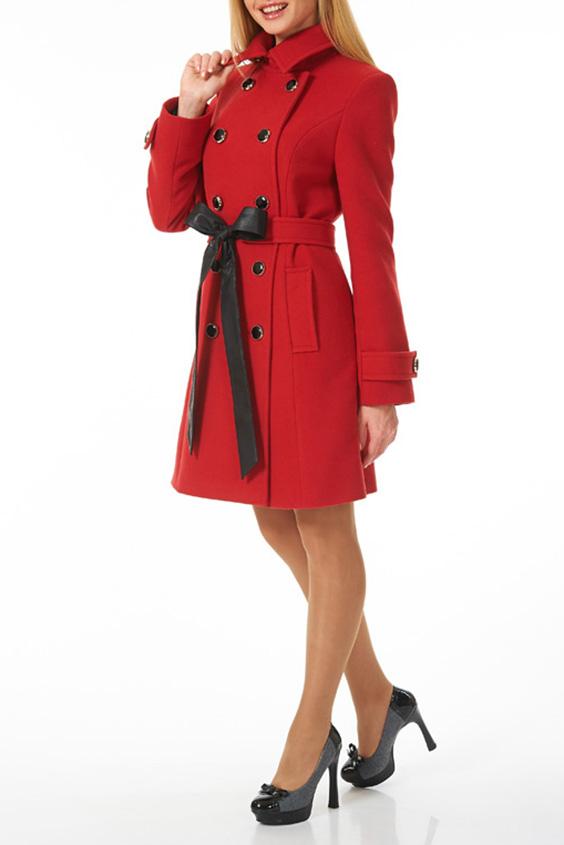 ПальтоПальто<br>Пальто двубортное из мягкой пальтовой ткани красного цвета с застежкой на контрастные черные пуговицы, два боковых кармана. Пальто без пояса.  Цвет: красный  Ростовка изделия 170 см.<br><br>Застежка: С пуговицами<br>По длине: До колена<br>По материалу: Пальтовая ткань<br>По рисунку: Однотонные<br>По силуэту: Полуприталенные<br>По стилю: Повседневный стиль<br>По элементам: С карманами<br>Рукав: Длинный рукав<br>По сезону: Осень,Весна<br>Размер : 44,52<br>Материал: Пальтовая ткань<br>Количество в наличии: 2
