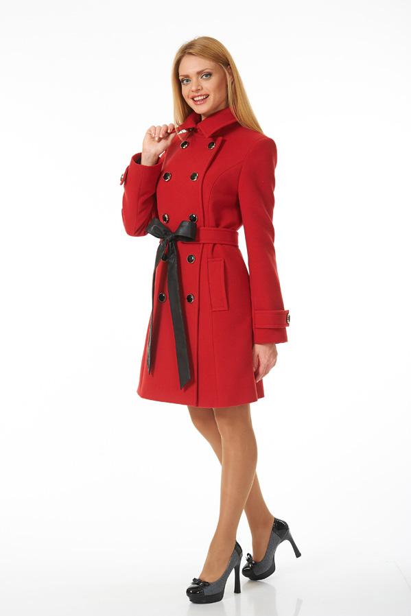 ПальтоПальто<br>Пальто двубортное из мягкой пальтовой ткани красного цвета с застежкой на контрастные черные пуговицы, два боковых кармана. Пальто без пояса.  Цвет: красный  Ростовка изделия 170 см.<br><br>Воротник: Стояче-отложной<br>Застежка: С пуговицами<br>По длине: До колена<br>По материалу: Пальтовая ткань,Шерсть<br>По образу: Город<br>По рисунку: Однотонные<br>По силуэту: Полуприталенные<br>По стилю: Классический стиль,Повседневный стиль<br>По элементам: С карманами<br>Рукав: Длинный рукав<br>По сезону: Осень,Весна<br>Размер : 44,48,52<br>Материал: Пальтовая ткань<br>Количество в наличии: 6